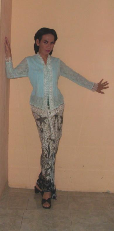 kebaya biru kain prada hitam putih 6